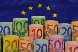 Geld, Banknoten, Geldscheine, Euro, EUR,Europäische Union, EU, Währungsunion, Währungssymbol, Ausgaben, Rollen, Finanzen, Einnahmen, Haushalt, Haushaltsplan, Steueraufkommen, Steuern,Fiskus, Investitionen, Rendite, Geldanlage, Finanzamt,  Kapital, Bargeld, Devisen, Hartgeld, Vermögen, Sparen, Wert, Verdienst, Vermögen, Kurs, Finanzwirtschaft, Guthaben, Anlage, Banken,  Bargeld, Umtausch, Stabilität, Inflation, Entwertung, Währungsreform, Zahlungsmittel, Wirtschaftsunion, Eurozone, Unschärfe, Hamburg, April 2014, Bild Nr.: N46309